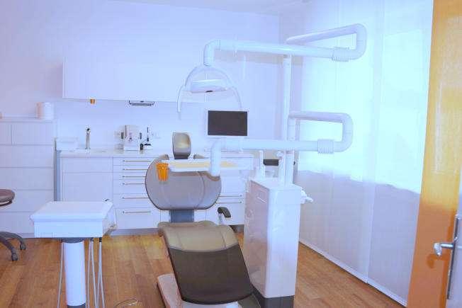 Behandlungszimmer der Zahnarztpraxis Maximilian Hagen & Kollegen